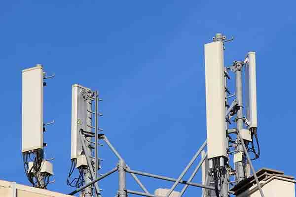 Antena telefonia mòbil i ones electromagnètiques