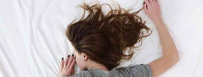 noia que pateix insomni