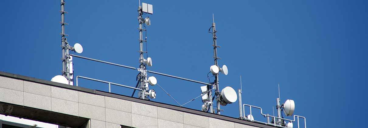 Font de camps electromagnètics en una teulada
